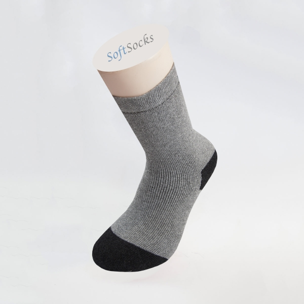Гладки чорапи с цветни пръсти и пета